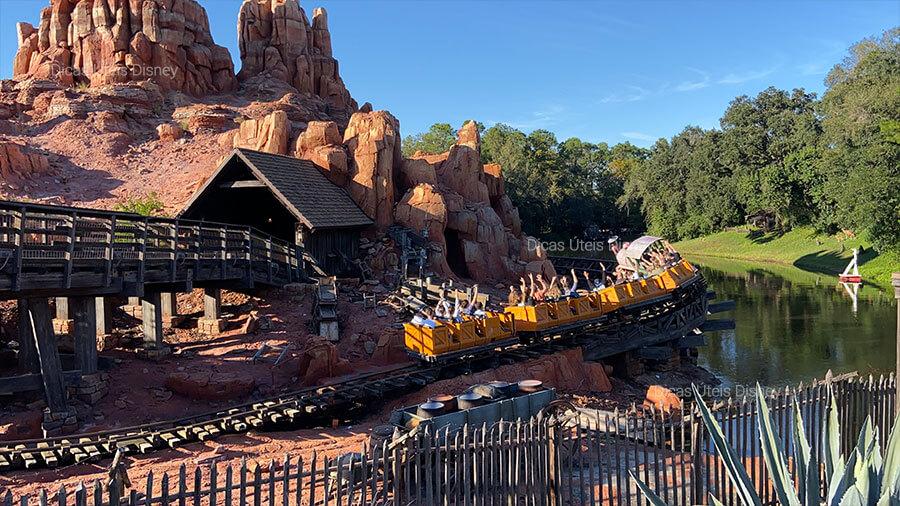 5 melhores atrações do Magic Kingdom. Atração nº2:  Big Thunder Mountain - Magic Kingdom - Foto: Dicas Úteis Disney