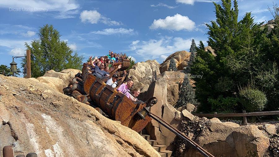 5 melhores atrações do Magic Kingdom. Atração nº1: Seven Dwarfs Mine Train - Magic Kingdom - Foto: Dicas Úteis Disney