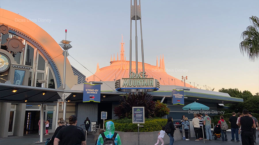 5 melhores atrações do Magic Kingdom. Atração nº3:  Space Mountain - Magic Kingdom - Foto: Dicas Úteis Disney