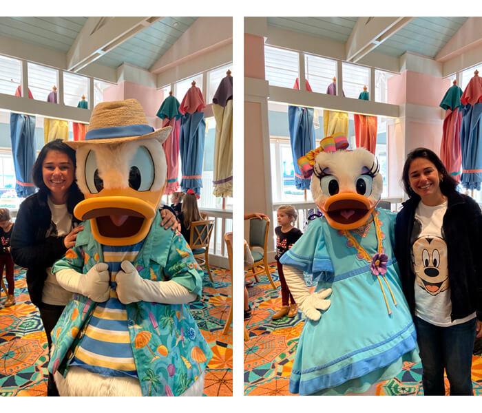 café da manhã com personagens na Disney. Nessas estou com o Donald e a Margarida.