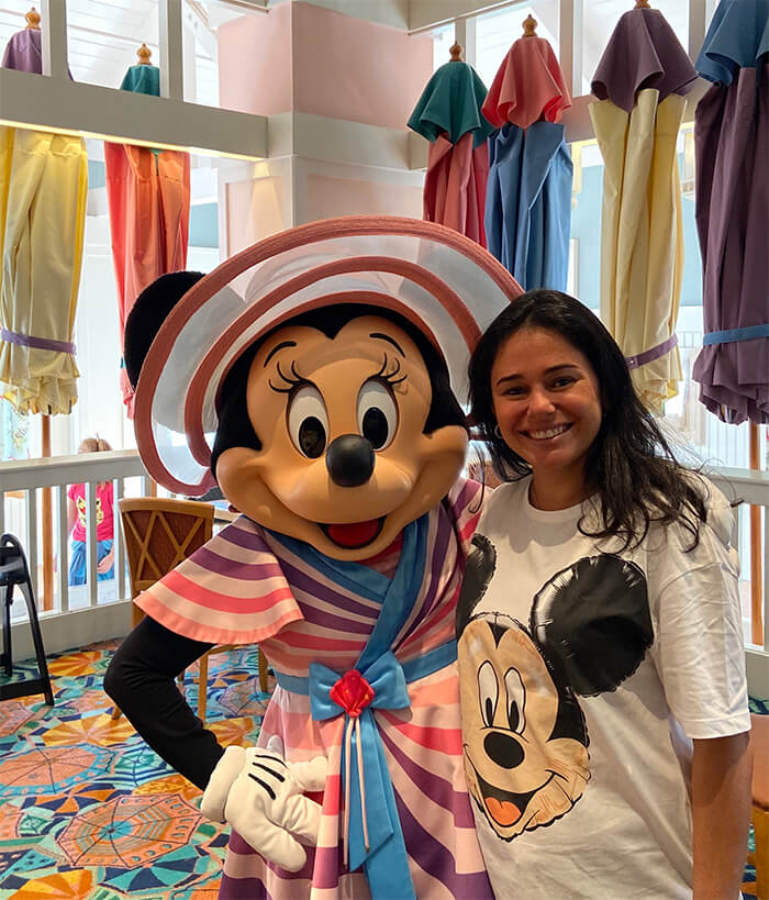 café da manhã com personagens na Disney - Foto com a Minnie