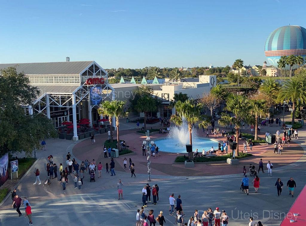 Disney Springs reabre no dia 20 de maio de 2020. Imagens do alto da loja da Coca Cola para o Cinema AMC.