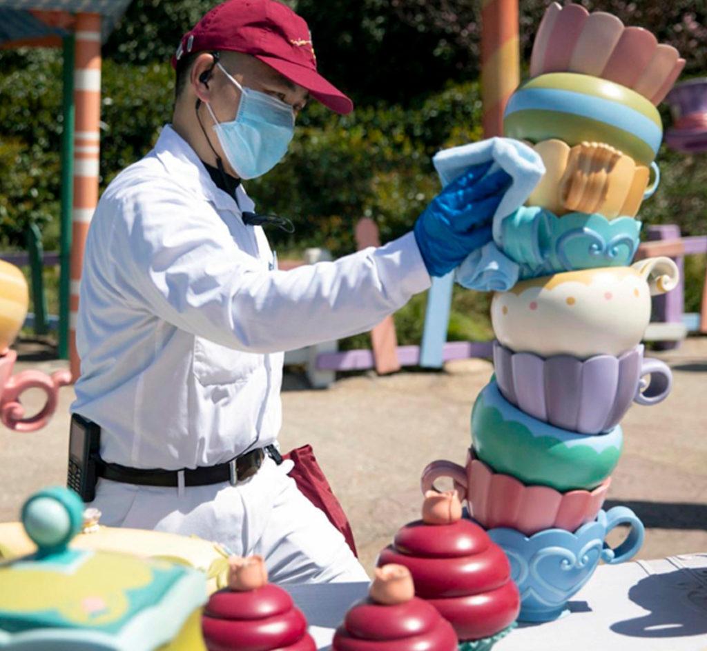Disneyland Shanghai reabre limpeza higienização