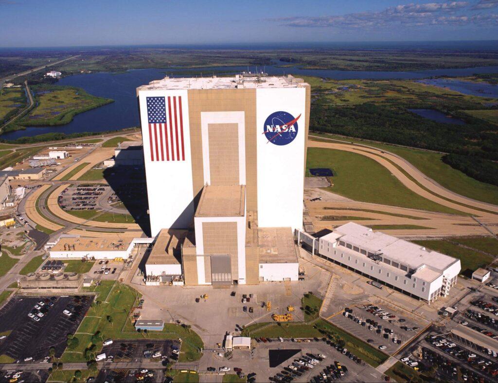 Kennedy-Space-Center-Apollo_Saturn-V-Center