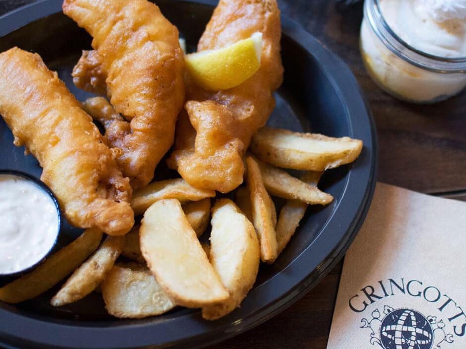 Restaurantes Harry Potter Universal Orlando Fish and Chips Caldeirão Furado e 3 Vassouras