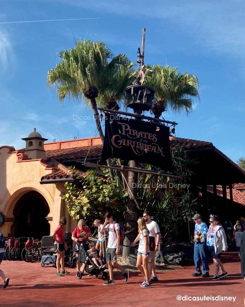 Como é a área Adventureland do parque Magic Kingdom Atração Piratas do Caribe