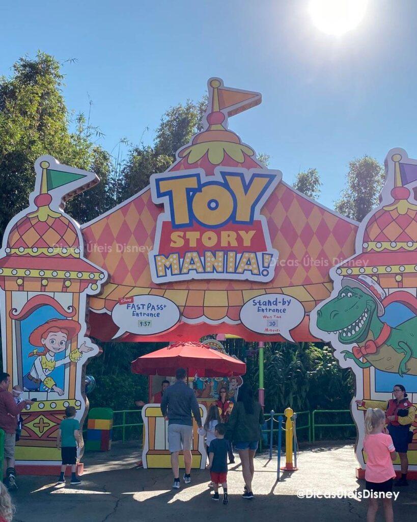 Como é a área Toy Story Land no Hollywood Studios woody lunch box   Toy Mania