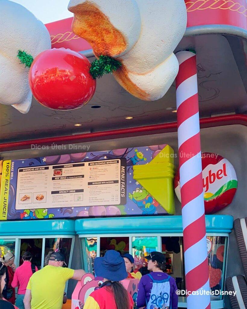 Como é a área Toy Story Land no Hollywood Studios woody lunch box   2