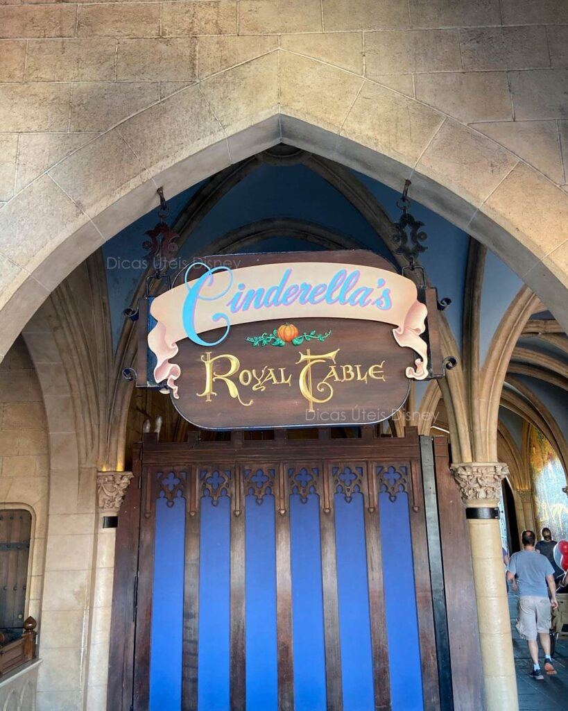 Como é a área Fantasyland no Magic Kingdom Cinderella's Royal Table