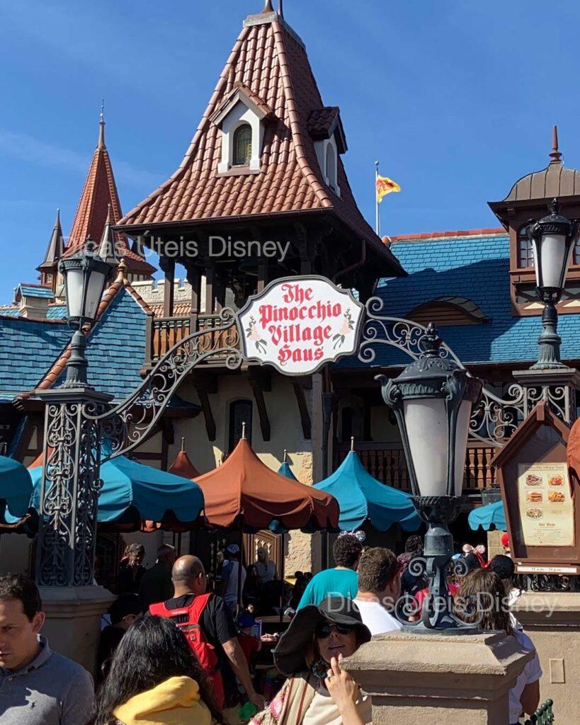 como-e-fantasyland-magic-kingdom-restaurante-pinocchio-village-haus-dicas-uteis-disney