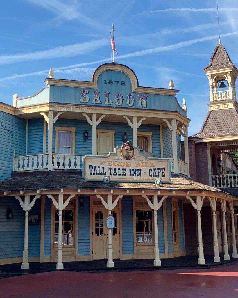 Como é a área Frontierland do parque Magic Kingdom Pecos Bill Restaurante