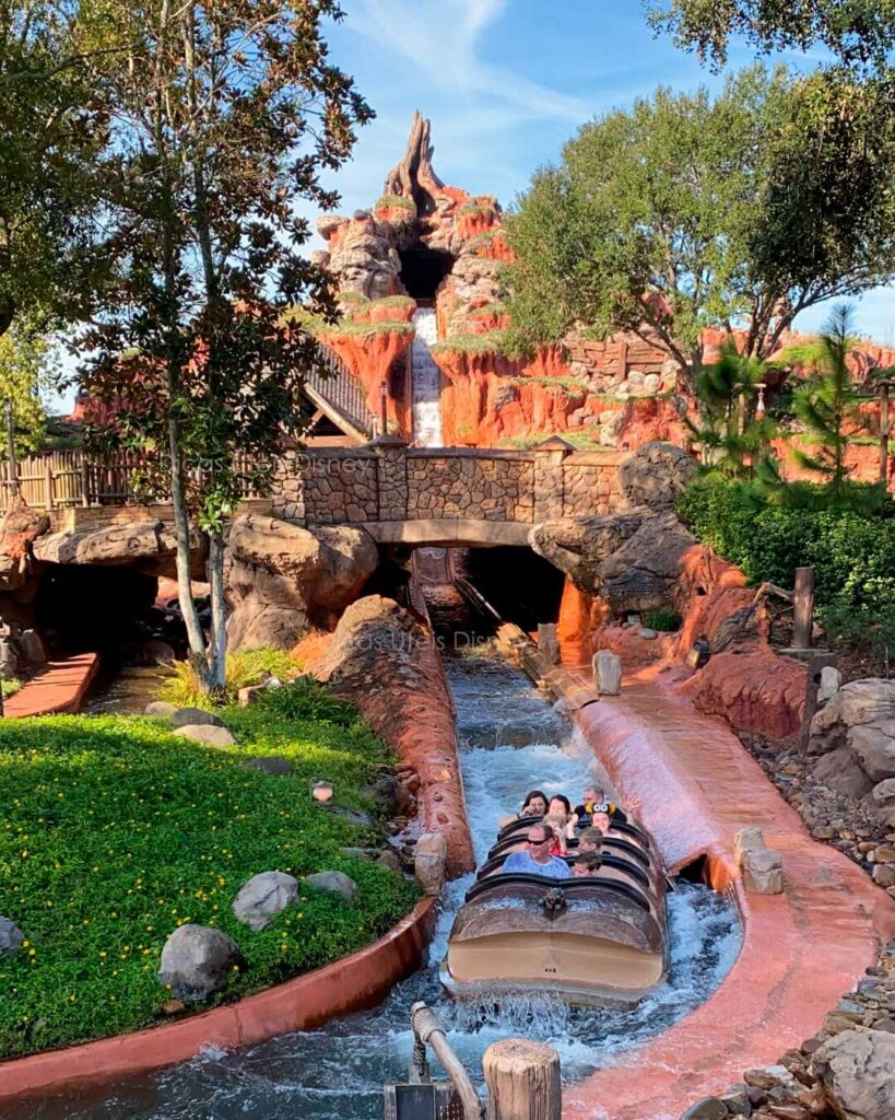 Como é a área Frontierland do parque Magic Kingdom Splash Mountain Queda