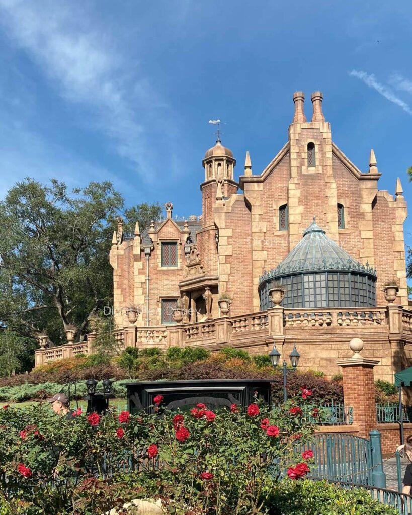 Como é a área Liberty Square do parque Magic Kingdom  Haunted Mansion