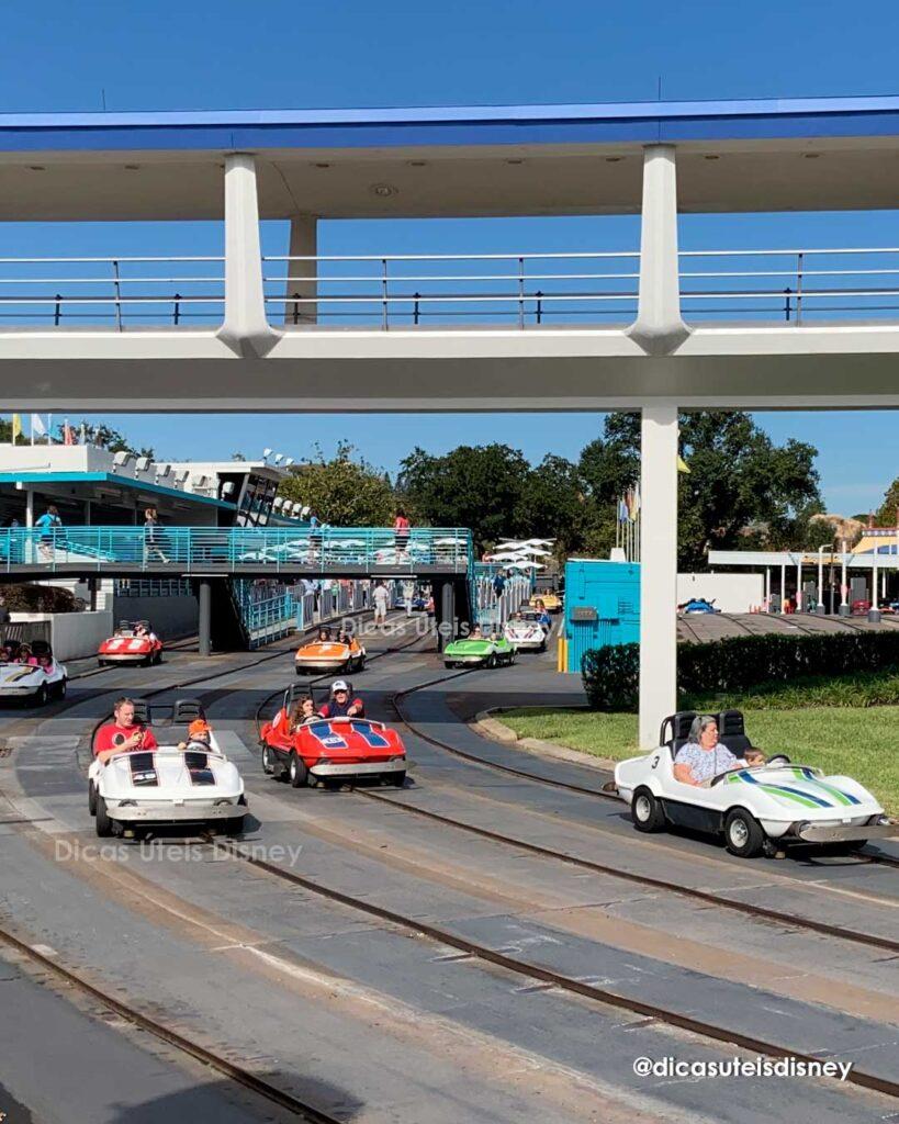 Como é a área Tomorrowland do parque Magic Kingdom Tomorrowland Speedway