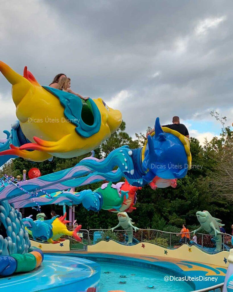 como-area-dr-seuss-parque-islands-of-adventure-atracao-one-fish-two-fish-blue-fish-red-fish-2-dicas-uteis-disney