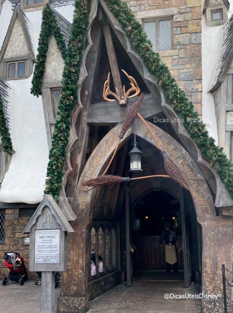 como-area-harry-potter-hogsmeade-islands-of-adventure-restaurante-3-vassouras-dicas-uteis-disney