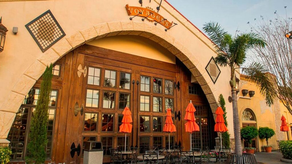 como-e-area-mako-seaworld-orlando-restaurante-voyages-smokehousedicas-uteis-disney