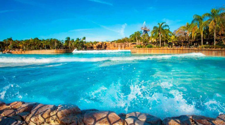como-e-orlando-em-maio-lotacao-clima-eventos-parque-aquatico-typhoon-lagoon-studios-uteis-disney